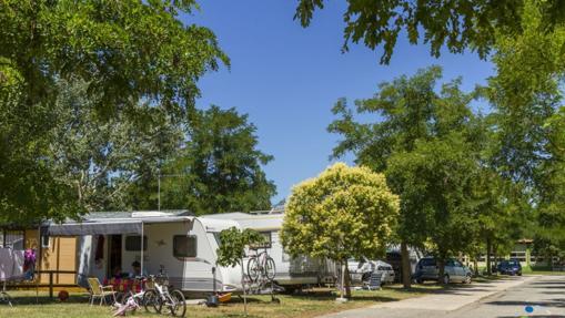 Diez campings con encanto en espa a para ir en autocaravana - Camping en navarra con piscina ...