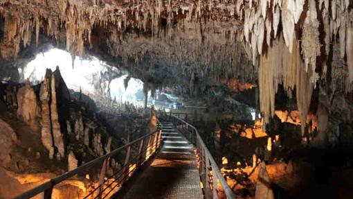 Interior de la cueva «El Solplao»