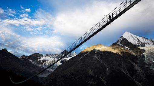 El nuevo puente complementa una ruta de senderismo de dos días en el entorno de Zermatt, con vistas al Cervino (4.478 metros).