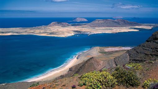 La espectacular vista que desde Lanzarote se tiene de la vecina La Graciosa
