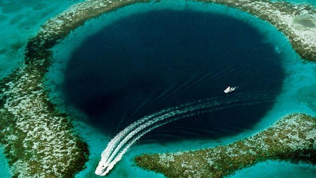 Vista aérea de «Blue Hole» en Belice