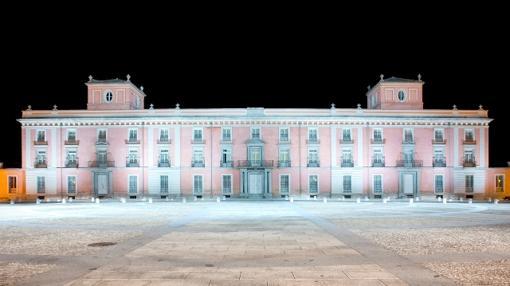 Vista nocturna del palacio