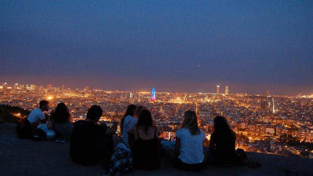 Vista del skyline de Barcelona desde el Cerro de la Rovira