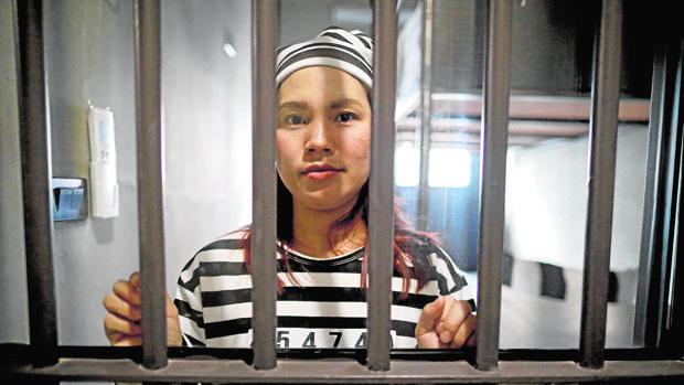 Una de las huéspedes de «Sook Station», tras los barrotes de su celda