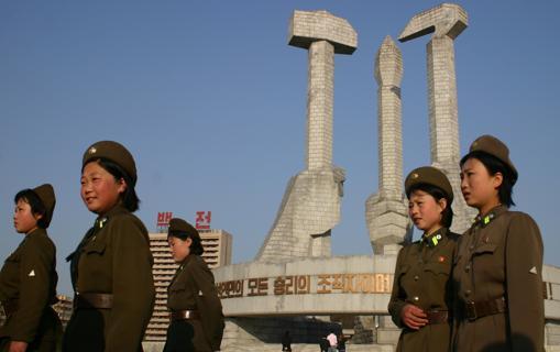 En Pyongyang hay construcciones que no desentonarían en la película «El Muro» («The Wall»), como el Monumento al Partido de los Trabajadores