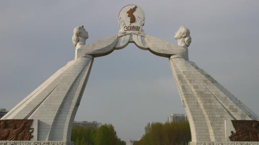 El Monumento a la Reunificación de Corea, otro alarde «kitsch» de la arquitectura de Pyongyang