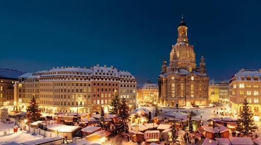 Mercadillo de Navidad presidido por la Frauenkirche