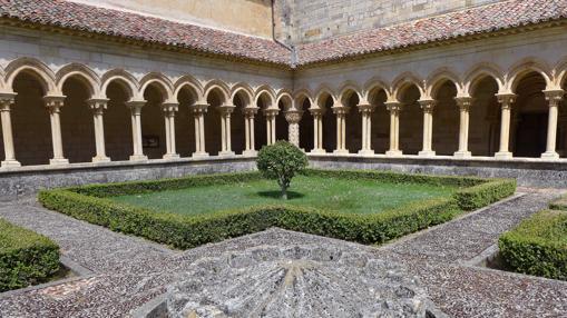 El bello claustro cisterciense del Real Monasterio de San Andrés del Arroyo