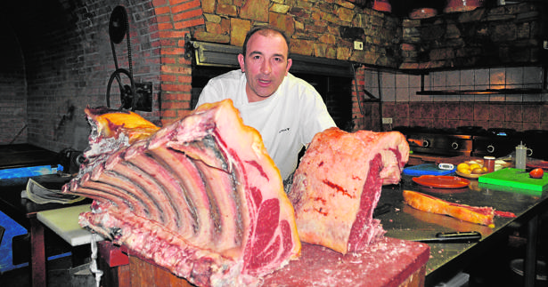 José Gordón, en su restaurante El Capricho, pionero en largas maduraciones