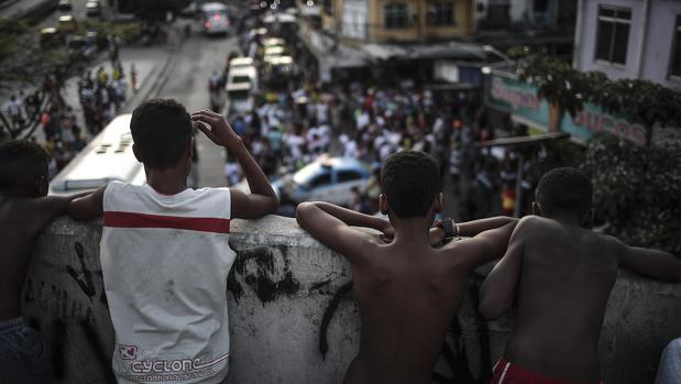 Habitantes de la favela Rocinha en Río de Janeiro piden que paren los enfrentamientos entre bandas de narcotraficantes