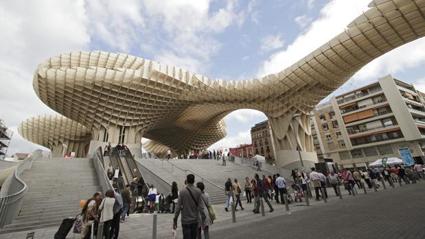 Metropol Parasol, también conocido como Las Setas de la Encarnación, en Sevilla, construido por el arquitecto alemán Jurgen Mayer H. sobre los restos de la sala de un mercado de 1842