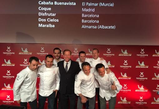 Los chefs de los nuevos restaurantes con dos estrellas Michelin, en la gala celebrada en Tenerife