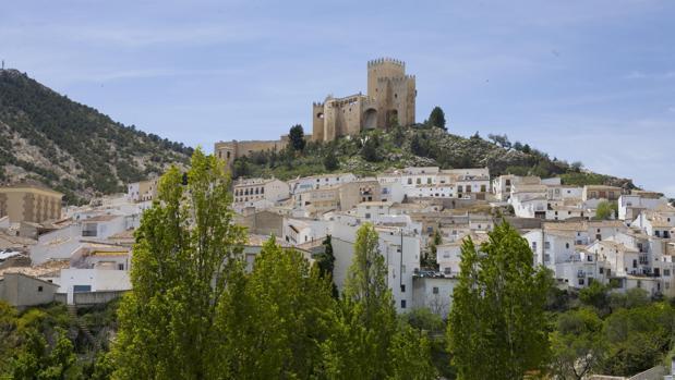 Un castillo del siglo XVI preside el pueblo de Vélez-Blanco, en la comarca de los Vélez