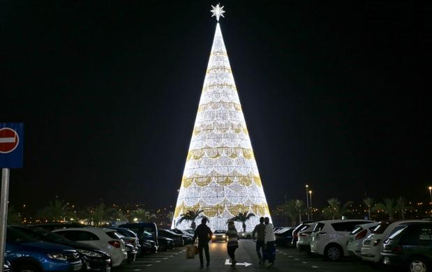 el rbol de navidad ms grande de europa y el segundo del mundo de 56 - Arbol De Navidad