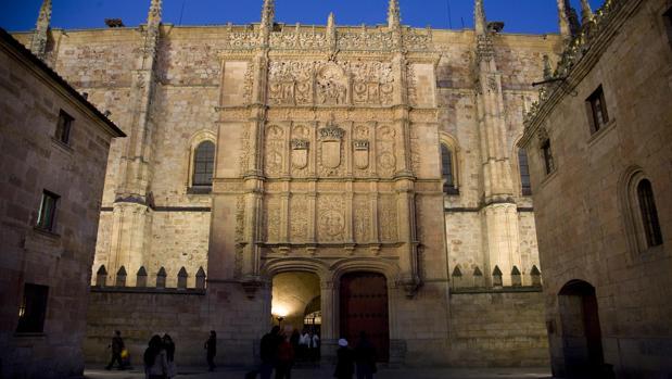 Fachada de la Universidad de Salamanca, que celebra en 2018 su octavo centenario