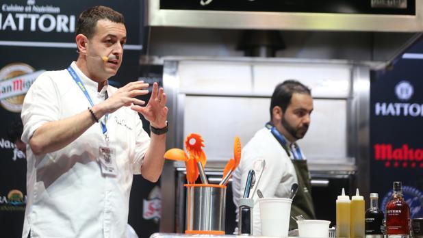 El chef Richard Camarena, durante su ponencia Nuevas salsas clásicas de jugos esenciales, en la segunda jornada de Madrid Fusión