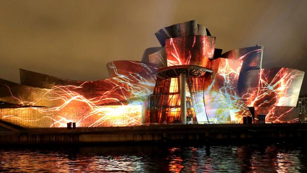 Fotografía del Museo Guggenheim de Bilbao el pasado mes de octubre durante el espectáculo de luz y sonido «Reflections» (Reflejos)