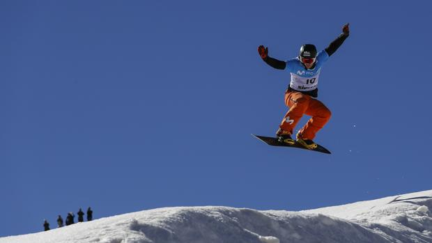 El especialista en snowboard Lucas Eguibar, en Sierra Nevada