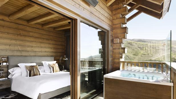 Una de las suites del hotel el Lodge de Sierra Nevada