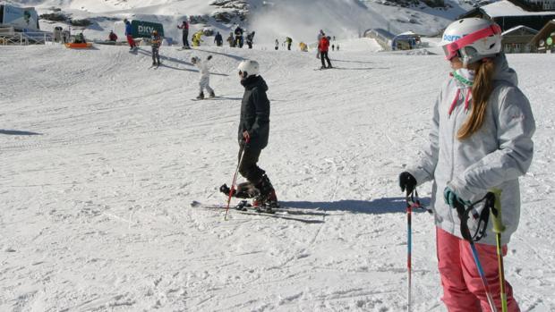 c3aadd8e67c La teoría de las tres capas  qué ropa elegir para ir a esquiar por ...