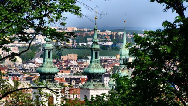 Torres de la Iglesia de San Miguel desde la subida al castillo de Spilberk