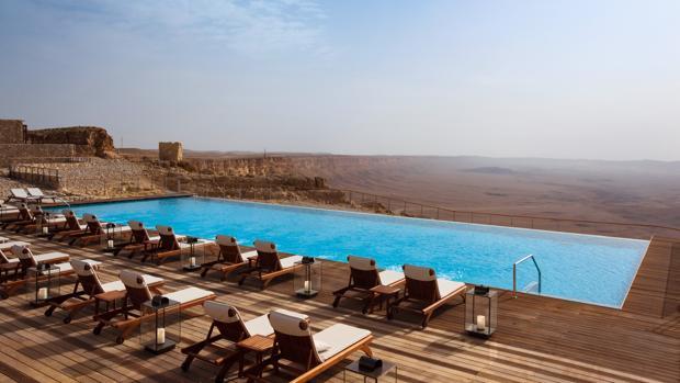 Piscina infinita con vistas al desierto del Negev, un paisaje que ha cautivado a los participantes en este concurso de profesionales del turismo