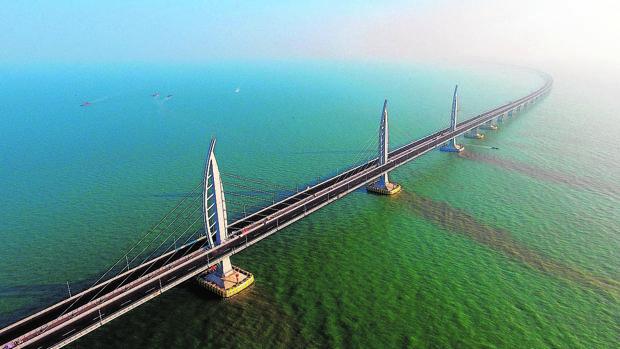 Así es el puente de 55 kilómetros sobre el agua
