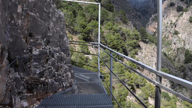 En pleno corazón del Parque Natural Sierras de Tejeda, Almijara y Alhama se encuentra la ruta de El Saltillo