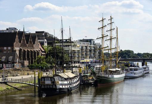 El velero Alexander von Humboldt, enel río Weser