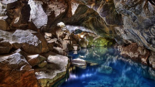 Cueva Grjótagjá, en Islandia