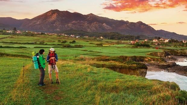 Dos peregrimos en Caravia, Asturias