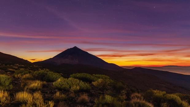 La sombra del Teide se proyecta sobre las islas vecinas