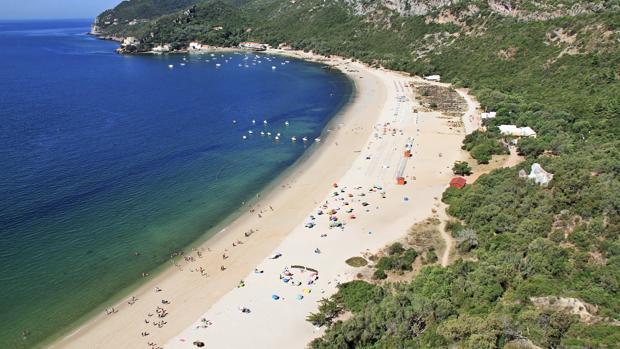 Playa de Creiro, la playa más extensa del Parque Natural de Arrábida