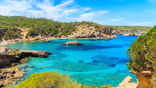 Diez calas casi desiertas para perderse en las Islas Baleares