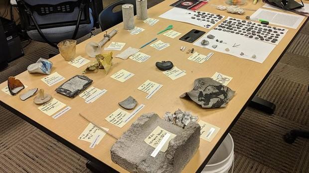 Algunos de los objetos «escupidos» por el Ear Spring el 15 de septiembre