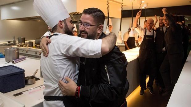 Dani García celebra con su equipo la tercera estrella Michelin