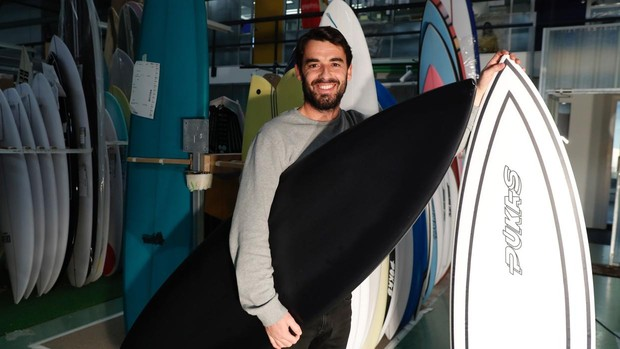 Lo Último En la imagen el surfista profesional y responsable de calidad de  Pukas 9e4b251400c