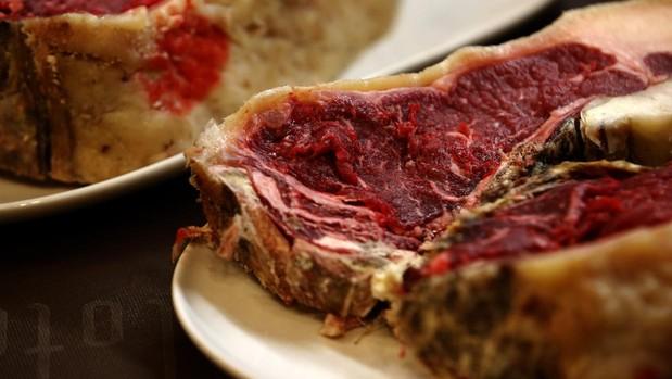 Carne roja en una sidrería asturiana
