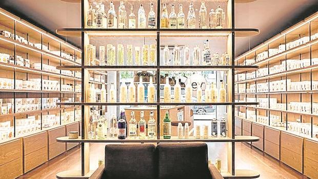Water by Lev es el nombre del bar de aguas que acaba de abrir sus puertas en la capital portuguesa. Los precios oscilan entre 1,75 y 12 euros el vaso largo