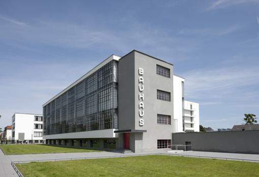 Edificio de la Bauhaus en Dessau, de Walter Gropius (1925-26)