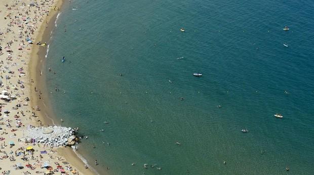 Vista aérea de la playa de San Sebastián, en Barcelona