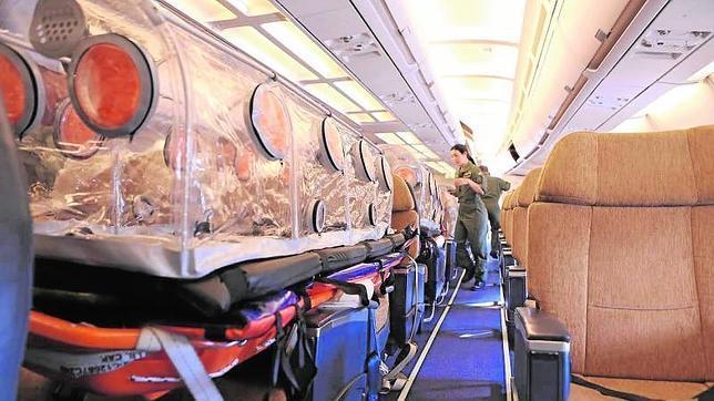 Aterriza en Torrejón de Ardoz el avión medicalizado con el sacerdote infectado de ébola