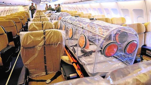 avionebola  644x362 - ¿Se debe transportar así a un infectado con ébola?