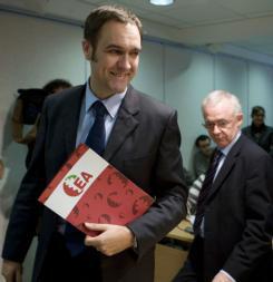 EA se ofrece a los proetarras para liderar una candidatura soberanista