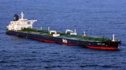 Un buque de guerra indio hunde una nave pirata somalí en el golfo de Adén
