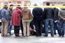 Un atracador muerto y un policía herido en el asalto a un banco en Alicante