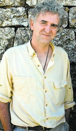 Juan Luis Arsuaga: «Darwin nos emparenta con el mono... y con las bacterias»