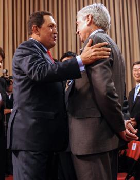 Dimite el ministro de Salud de Chávez en protesta por la «invasión  cubana»